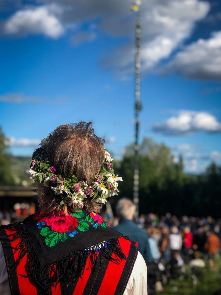 Blomster er en viktig del av midsommar i Rättvik, Dalarna, Sverige