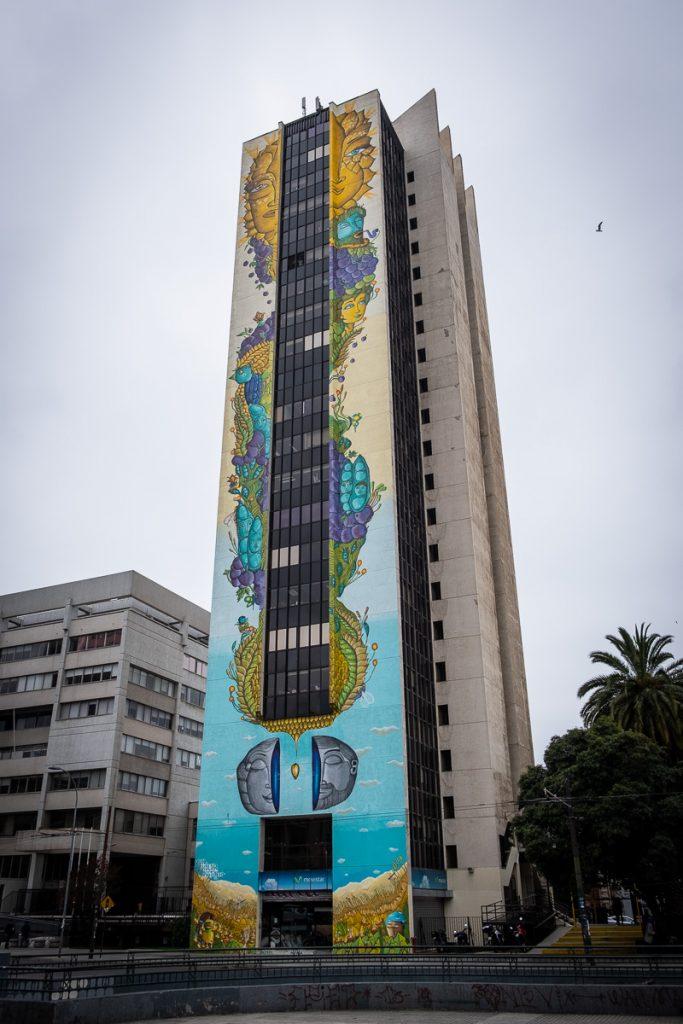 Street art building Valparaíso Chile