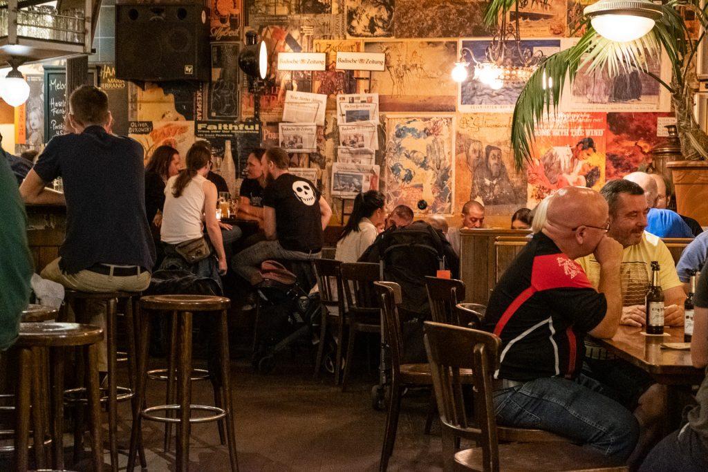 Freiburg im Breisgau , Tyskland Germany, Baden Württemberg, Schlappen, interior, bar, people