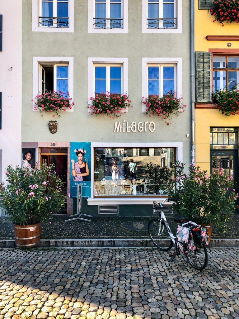 Freiburg im Breisgau , Tyskland Germany, Baden Württemberg, pastel, pastell, sykkel, bicycle, house, street, hus, gate